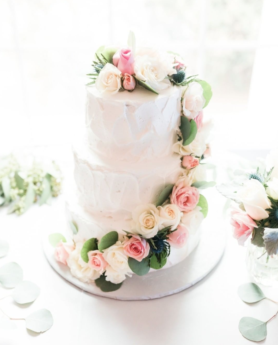 White wedding cake, floral, new mexico florist, new mexico wedding cakes
